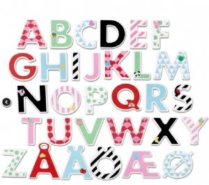 Bokstäver i trä med stickers / Träbokstäver med stickers